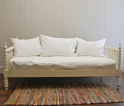 Cottage Spindle Daybed