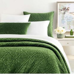 Parisienne Velvet Evergreen Quilt *NEW 15% Off