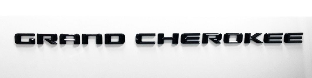 2014-2016 WK2 Black Grand Cherokee Badge
