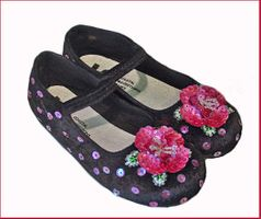 Coastal Projections Black Velvet Shoes w/Fuschia Sequined Flower 5 7