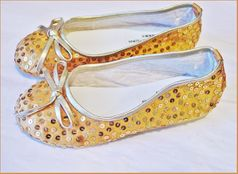 Coastal Projections Very Cute Satin & Sequins Gold Bow Shoes sz 12
