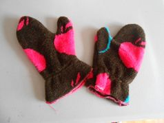 Corky & Co Brown w/Hot Pink Apples Mittens 2t/4T
