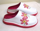 Faro, Spain Adorable White Floral Leather Slip-on Clogs/Sandals 28/10