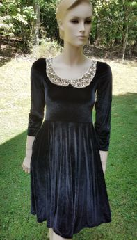 Fiveloaves Twofish Elegant Black Velvet Fit'n'Flare Dress w/Gold Collar 16