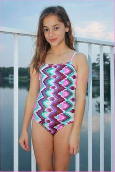 SUBMARINE Embroidered Sequin Ikat 1pcSwimsuit sz 8 lk 6/6x