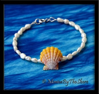 Dainty Hawaiian Sunrise Shell and Fresh Water Pearl Bracelet