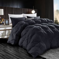 Luxurious All-Season Black Pinch Pleat Oversize 100% Goose Down Comforter Duvet, 750+ Fill Power, 1200 Thread Count 100% Egyptian Cotton