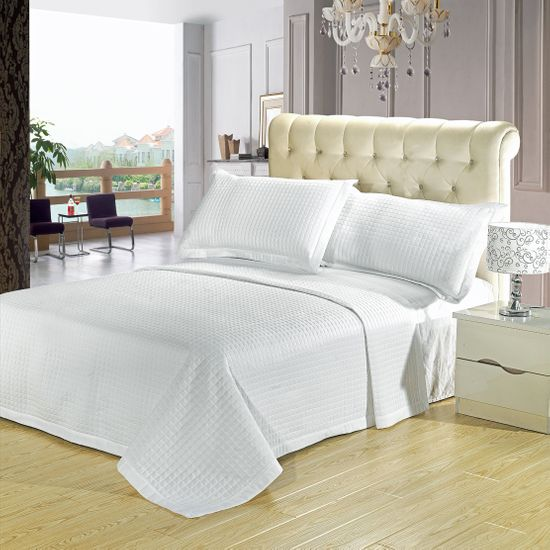 Luxury White Checkered Quilted Wrinkle Free Microfiber 3 Piece Coverlet Set