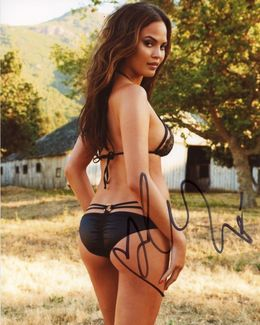 Chrissy Teigen Signed 8x10 Photo