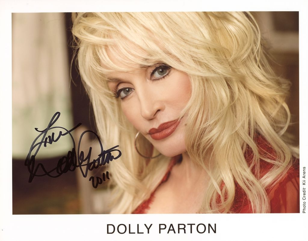 Photo Dolly Parton Signed Autographed 8 x 10