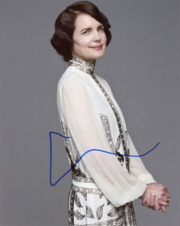 Elizabeth McGovern Signed 8x10 Photo