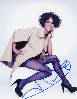 Halle Berry Signed 8x10 Photo