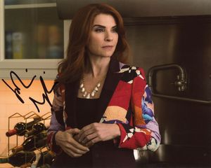 Julianna Margulies Signed 8x10 Photo
