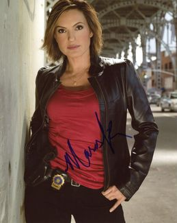 Mariska Hargitay Signed 8x10 Photo