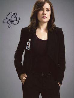 Megan Boone Signed 8x10 Photo