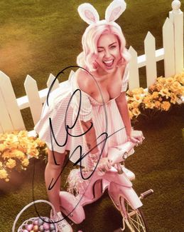 Miley Cyrus Signed 8x10 Photo