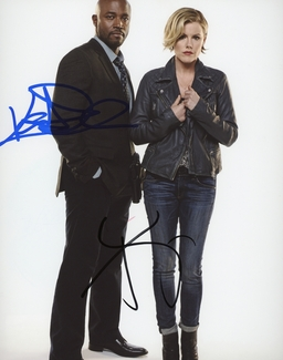 Taye Diggs & Kathleen Robertson Signed 8x10 Photo