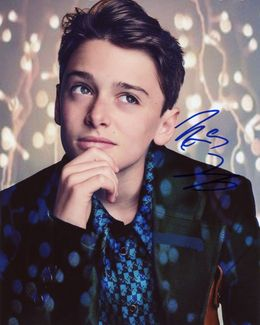 Noah Schnapp Signed 8x10 Photo