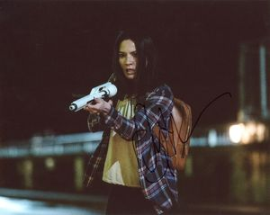 Olivia Munn Signed 8x10 Photo - Video Proof