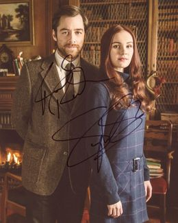 Richard Rankin & Sophie Skelton Signed 8x10 Photo