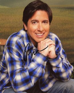 Ray Romano Signed 8x10 Photo
