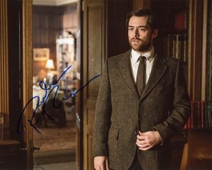 Richard Rankin Signed 8x10 Photo