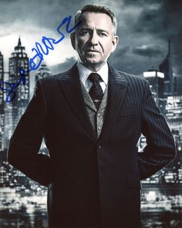 Sean Pertwee Signed 8x10 Photo