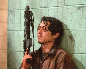 Steven Yeun Signed 8x10 Photo