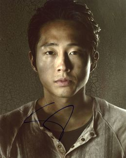 Steven Yeun Signed 8x10 Photo - Video Proof