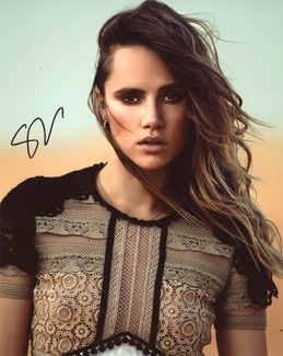 Suki Waterhouse Signed 8x10 Photo - Video Proof