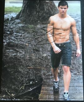 Taylor Lautner Signed 11x14 Photo