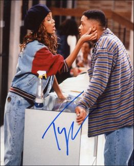 Tyra Banks Signed 8x10 Photo