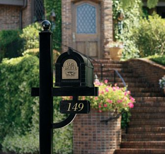 Keystone Deluxe Mailbox Post and Address Plaque