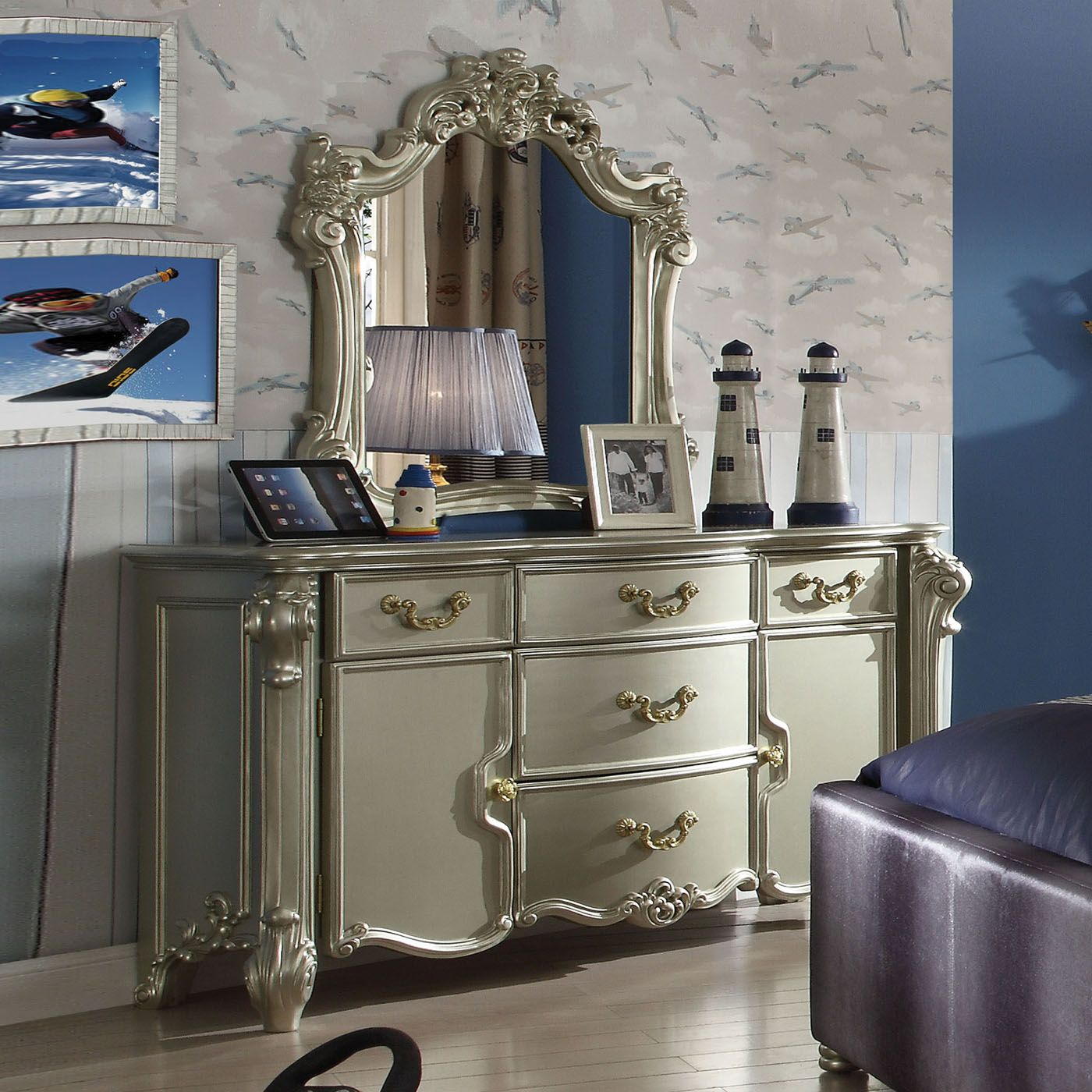 Victorian Inspired Button Tufted Bedroom Set In Metallic ...
