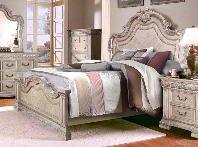 Valentine Antique Style Queen Bed With Carved Details In ...