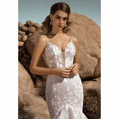 Ivoire Wedding Dress � Anissa