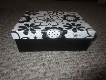 "Black & White Flower Medium Rectangular Gift Box 7"" x 5.5"" x 2.5"""