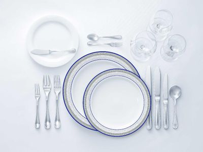 Laurel Collection Tableware Set of 32 White Party Plates w/ Blue and Silver Border