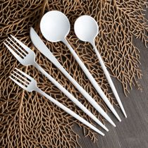 Novelty Collection White Looks Like Real Plastic Knives 32ct.