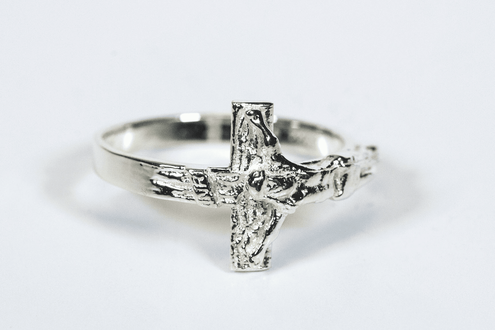 Bliss Women's Sterling Silver Crucifixion Ring