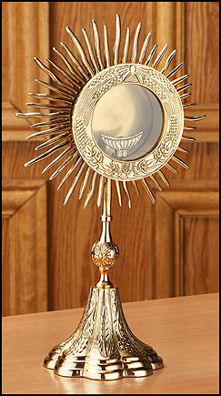 Grapes and Wheat Monstrance with Luna by Stratford Chapel