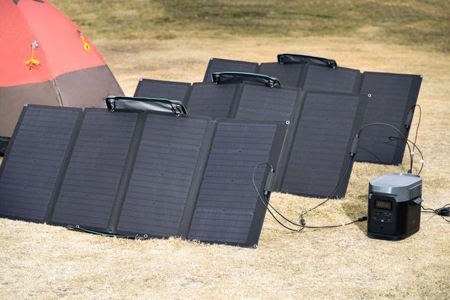 EcoFlow Delta Solar Generator Kit with 320 Watts of Solar