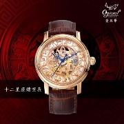 源自瑞士的鏤空工藝,十二星座精刻錶面,奢華一覽無遺