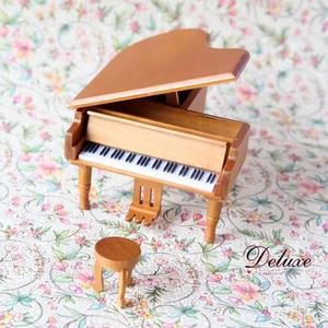 ☆Deluxe☆經典完美~日本機芯發條式木質烤漆音樂盒(原木色鋼琴)
