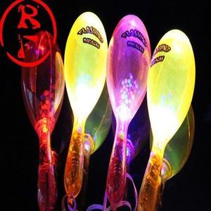 LED 沙鈴(附開關) 發光沙鈴 閃光沙鈴 搖鈴 螢光棒 加油棒 演唱會 聖誕跨年晚會 造勢【塔克】