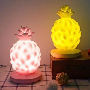 創意led床頭臺燈usb萌趣小鳳梨夜燈菠蘿氣氛三檔觸控硅膠燈禮品