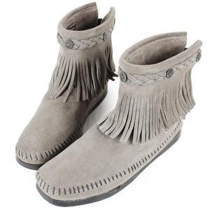 【MINNETONKA】灰色麂皮後拉鍊流蘇莫卡辛短靴 女鞋 展示品