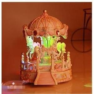 食尚玩家 精品音匠雙機芯兩首音樂炫彩發光亭子旋轉木馬音樂盒八音盒旋轉發光音樂盒情人節禮物