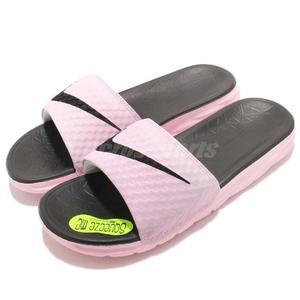 Nike 拖鞋 Wmns Benassi Solarsoft 粉紅 黑 輕量 舒適中底 基本款 涼拖鞋 女鞋 男鞋【PUMP306】 705475-602
