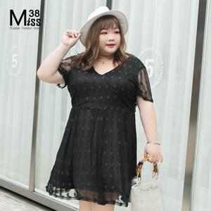Miss38-(現貨)【A05389】大尺碼洋裝 波點黑色 顯瘦V領 蕾絲網紗 短袖小禮服 宴會服 -中大尺碼女裝